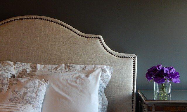 Łóżko z zagłówkiem do Twojej sypialni